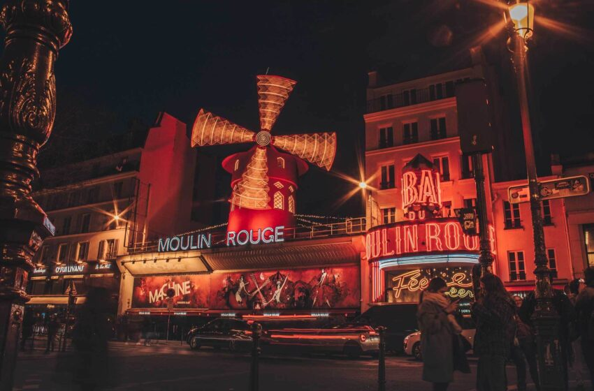 Footsteps in the City of Light: Unique Tips and Itineraries for Visiting Paris
